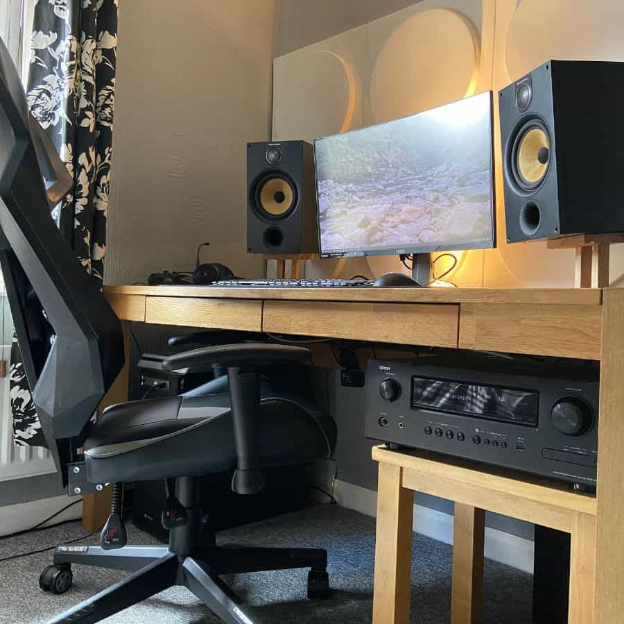 desktop desk setup ideas dylanswaddle90