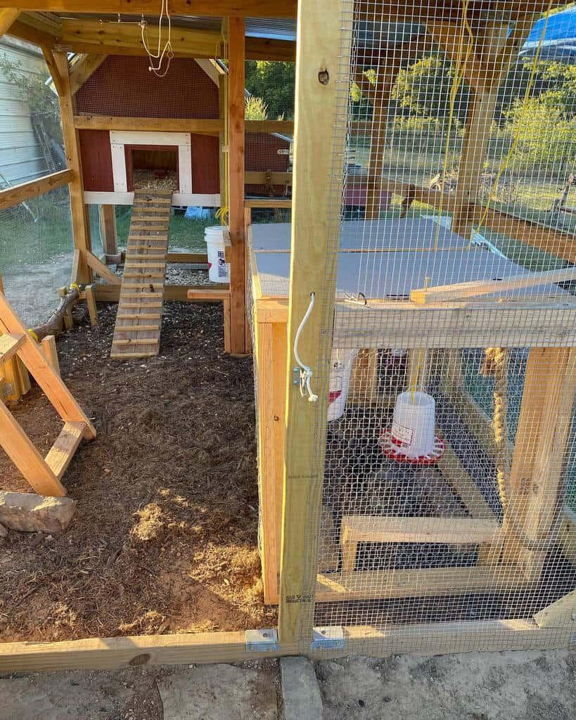 diy chicken coop ideas the_little_red_chicken_house