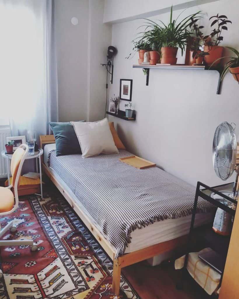 Dorm Tiny Bedroom Ideas Locimemoriae