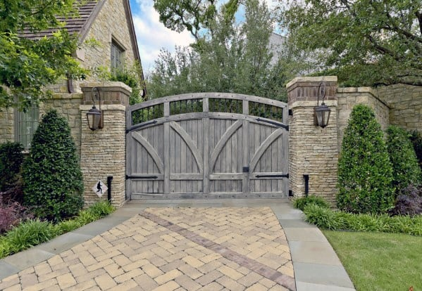 Driveway Gate Ideas For Traditional Houses