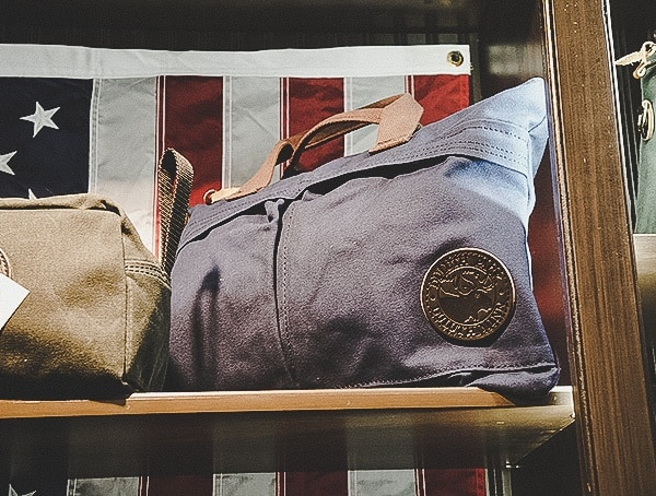 Duluth Mens Small Navy Travel Bag