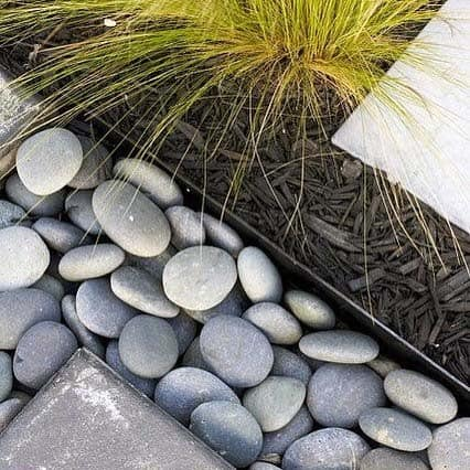 Edging Luxury River Rock Landscaping Ideas