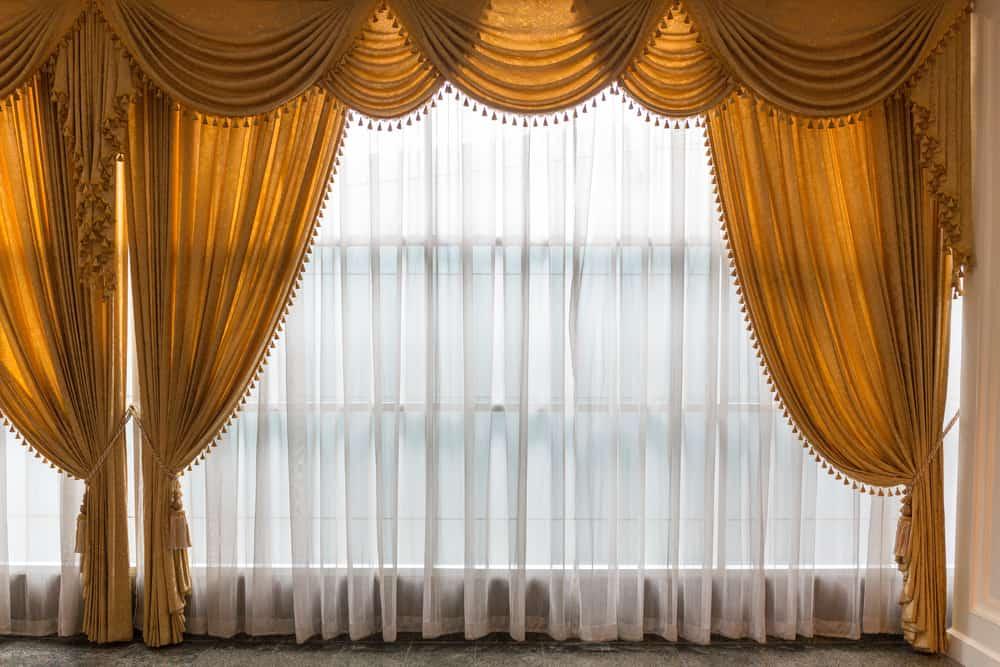 Elegant Curtain Window Treatments Ideas 1