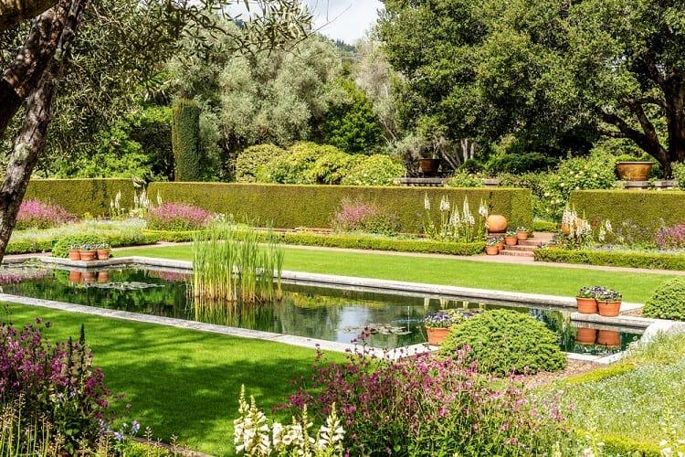 English Style Backyard Garden Pond