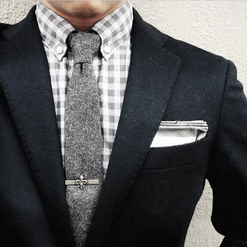 Exquisite Male Navy Blue Suit Styles With Pocket Square And Grey Wool Tie