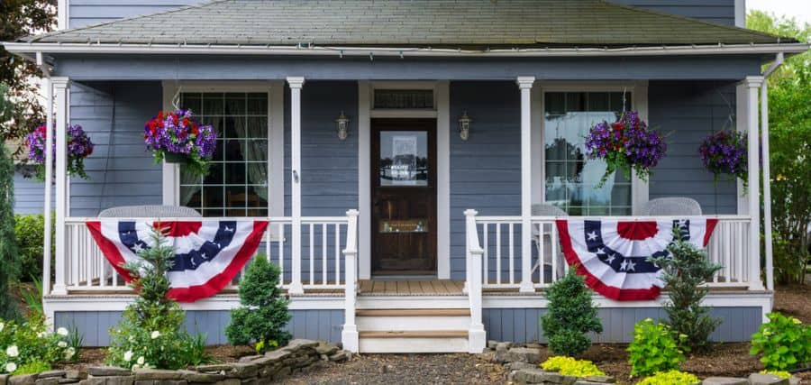 Farmhouse Style Porch Ideas 1