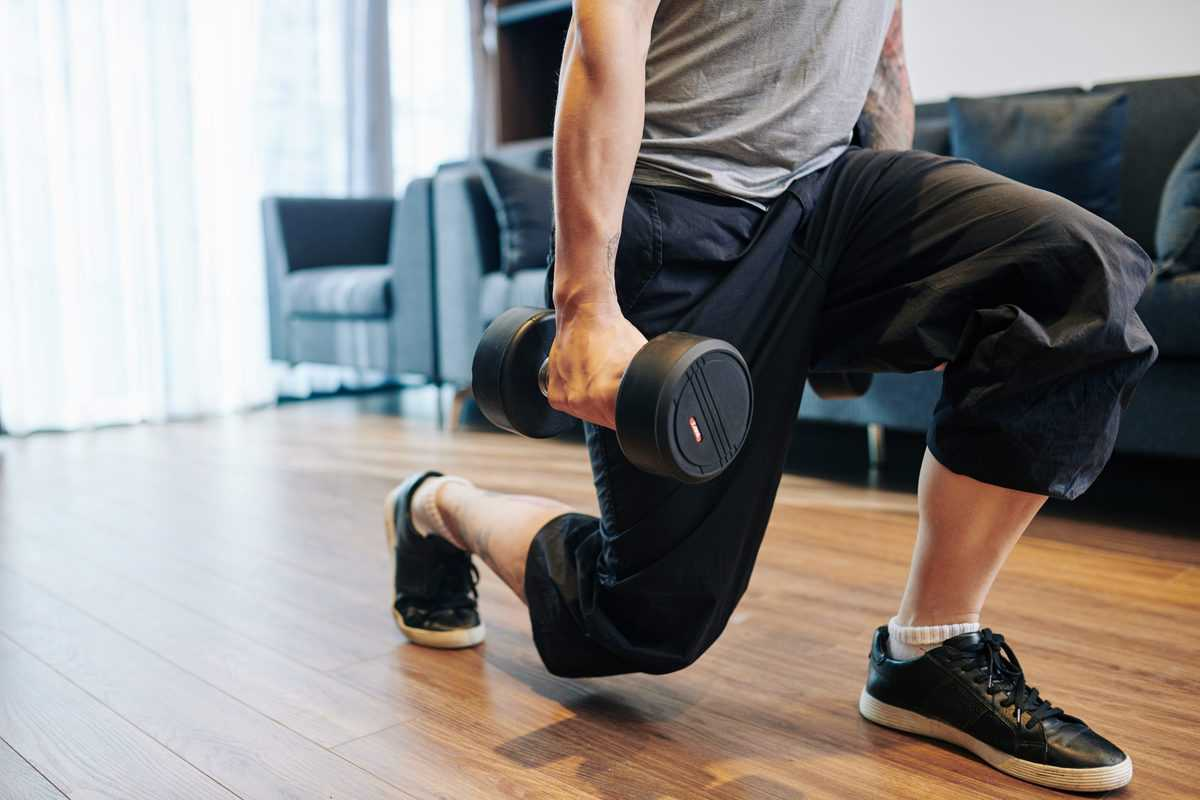 Cropped,Image,Of,Strong,Young,Man,Doing,Lunges,With,Heavy