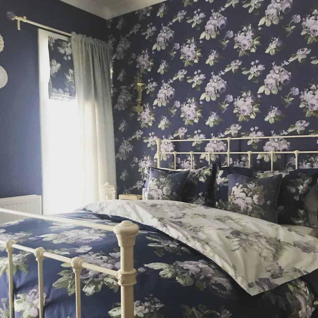 floral bedroom wallpaper ideas oldfashionedgirl_modernworld