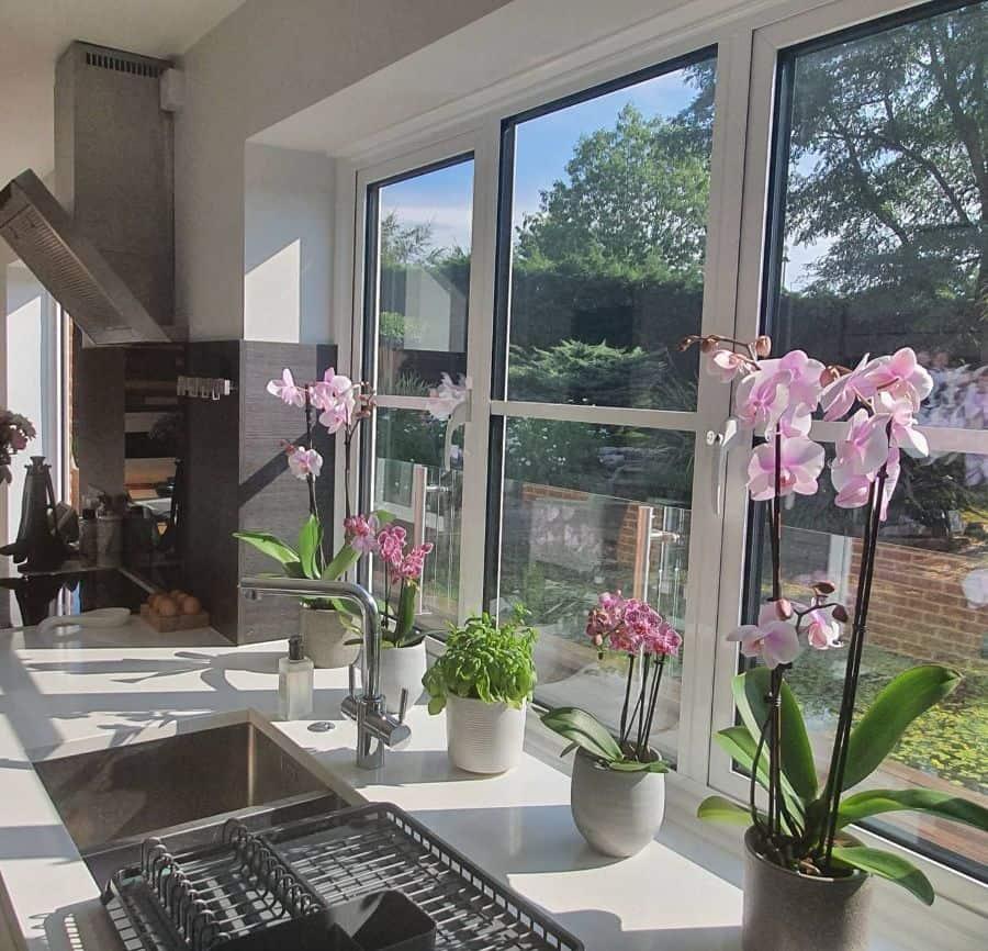 flower decor kitchen decor ideas ourhouse_inthemiddleofourlane
