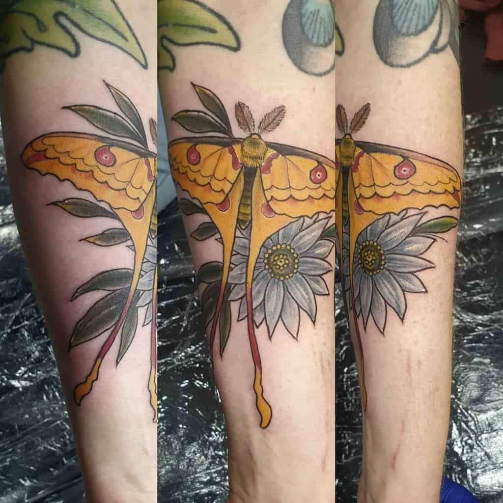 Flower Luna Moth Keeanftattoo