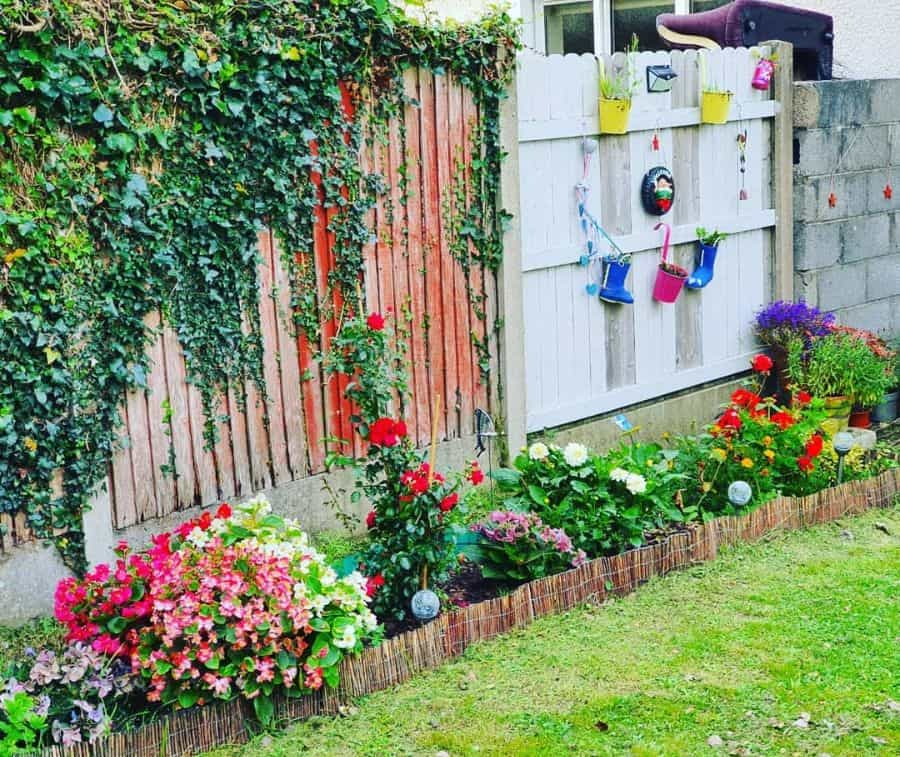 flowerbed along the fence flower bed ideas saggispeaks