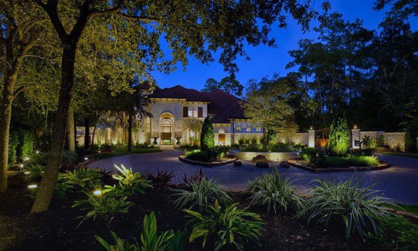 Front Yard And Driveway Landscape Lighting