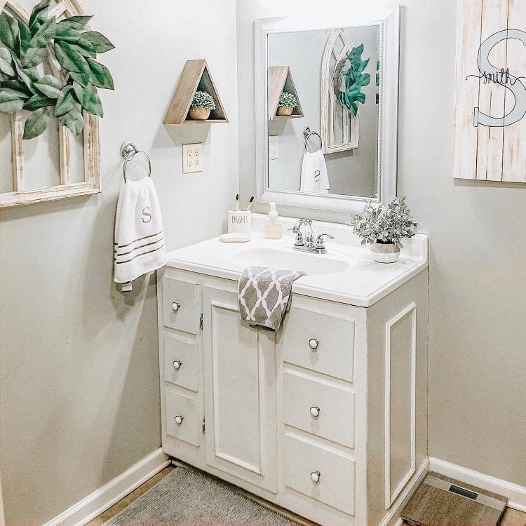 Functional White Farmhouse Bathroom Vanity Teachmehowtodecorate