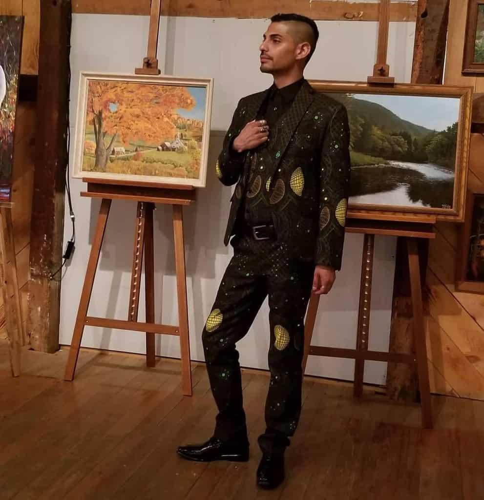 mode futuriste pour hommes une paire de costume unique