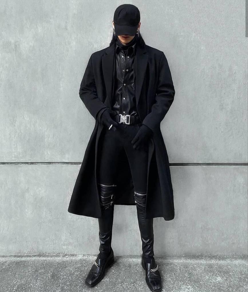 mode futuriste pour hommes tenue tout noir