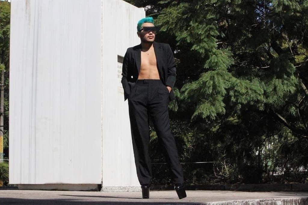 mode futuriste pour hommes pantalon noir lâche