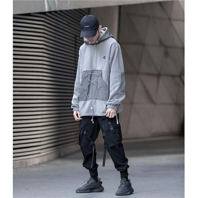mode futuriste pour homme veste grise oversize
