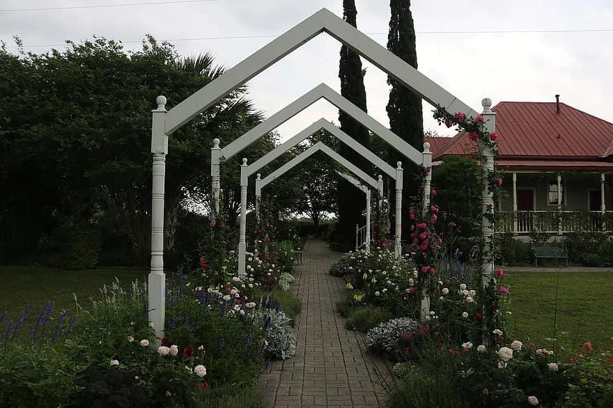 garden arch garden trellis ideas 1