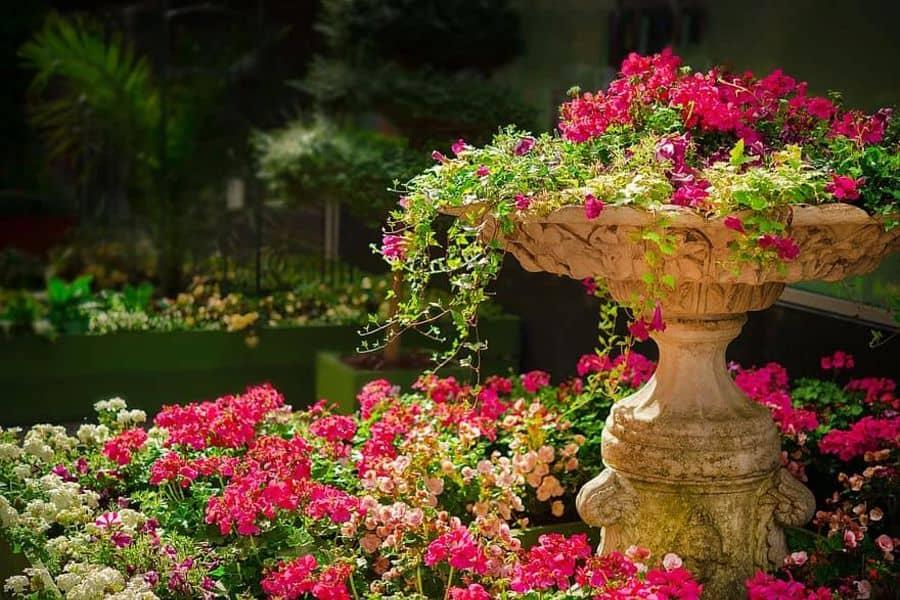 garden statue 1 Garden Decor Ideas