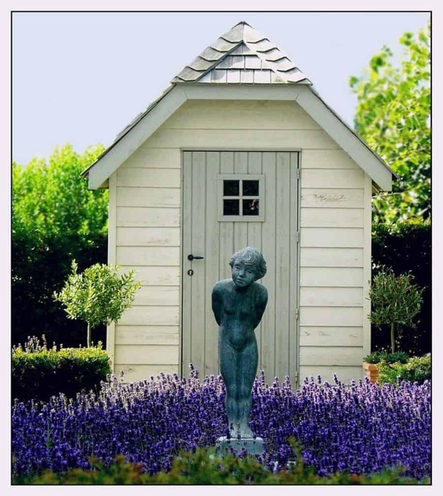 garden statue 3 Garden Decor Ideas