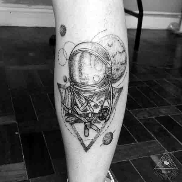 the astronaut on moon tattoo - photo #4