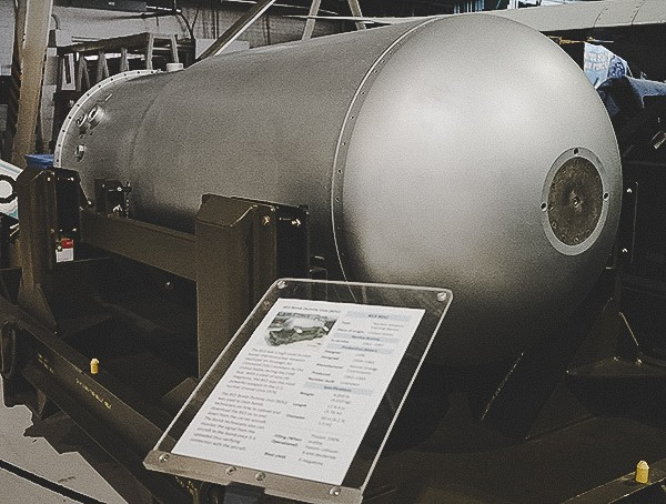 Giant Hydrogen Bomb Us Military Vintage Display Collection