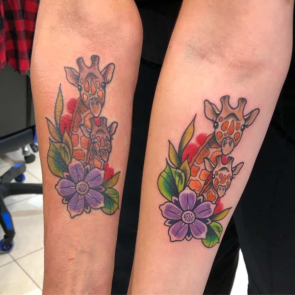 giraffe-flower-mother-daughter-tattoo-_sweetbtattoos_