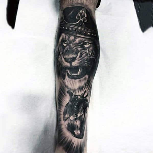 Guys 3d Realistic Lion With Crown And Heart Mens Leg Sleeve Tattoo