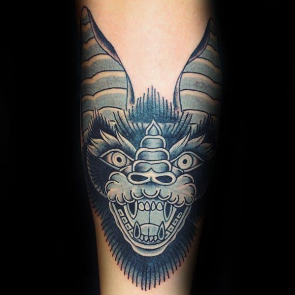 guys-traditional-bat-tattoo-designs