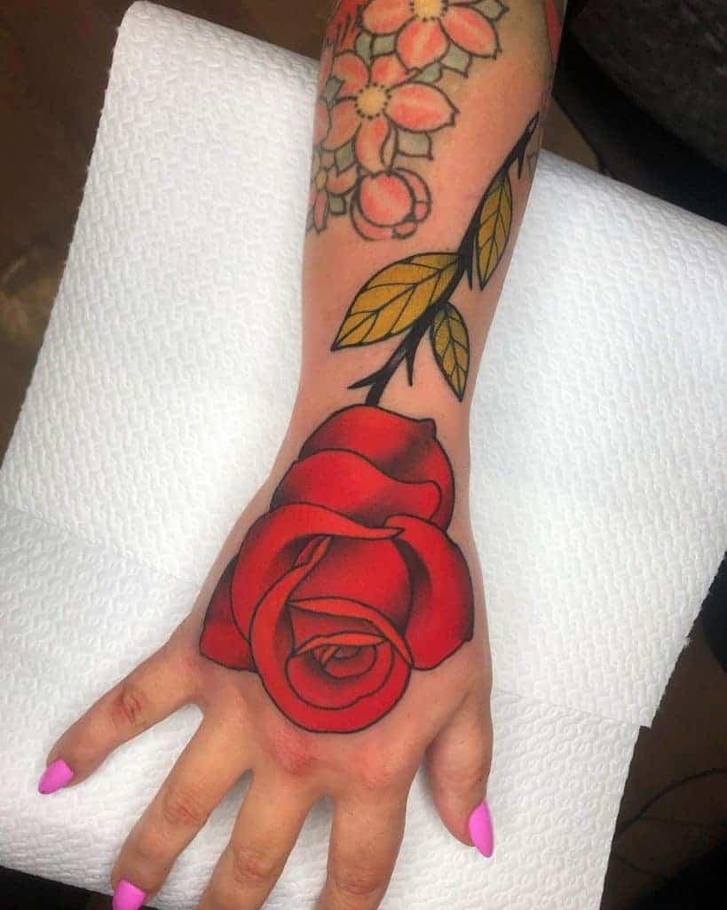 hand-red-rose-tattoos-mate_tattooer-1229×1536