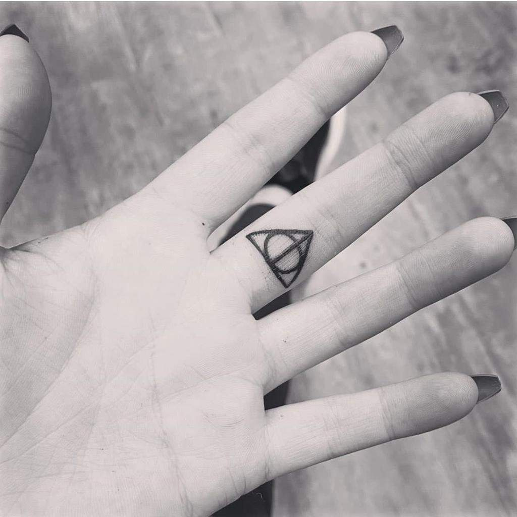 harry-potter-tattoo-deathly_blackk-deathly-hallows-5