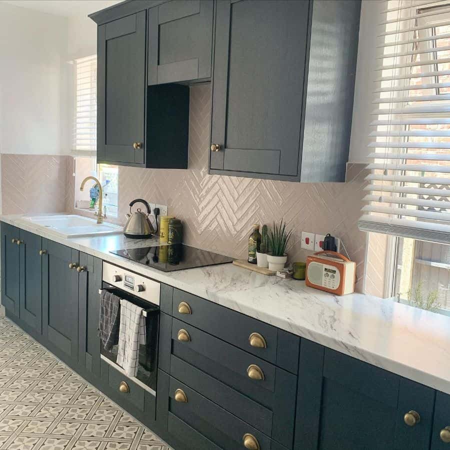 herringbone kitchen tile backsplash ideas fayechapman_home
