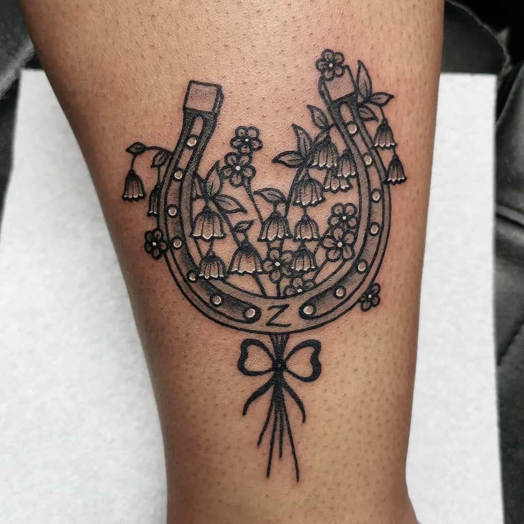 horseshoe-black-lily-of-the-valley-tattoo-taniastartattoo