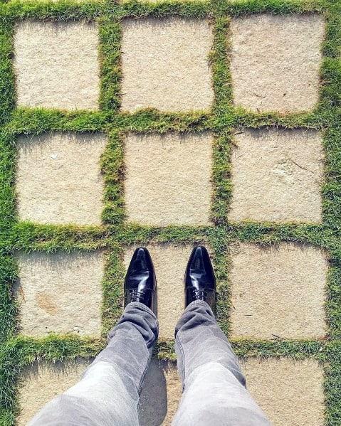 Impressive Stone Small Squares Walkway Ideas