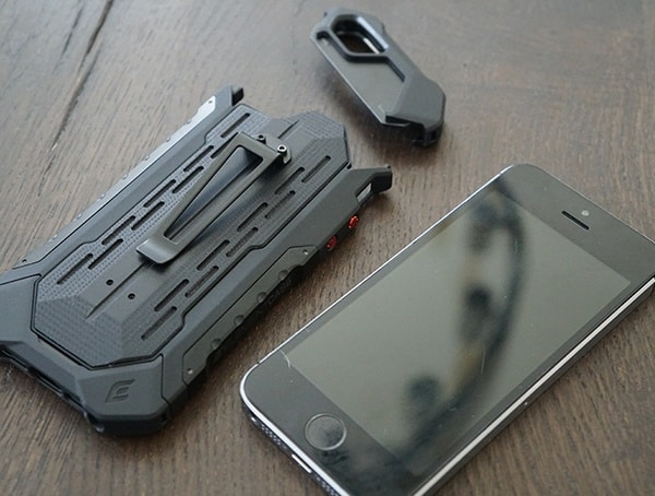 Installing Iphone Se Case Element