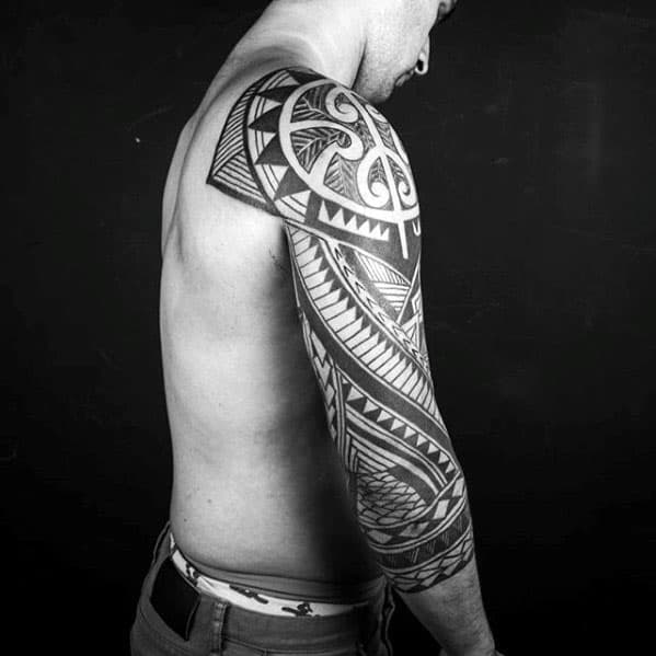 Intricate Pattern Male Polynesian Sleve Tattoo Ideas