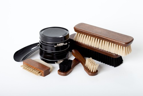 Kiwi Deluxe M 26 Shoe Shine Kit For Men