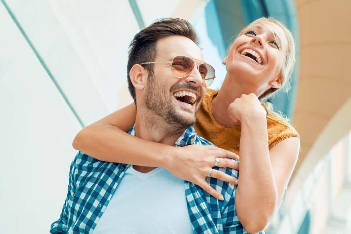 Glücklich, Paar, In, Liebe, Haben, Spaß, Im Freien, Und, Lächeln.