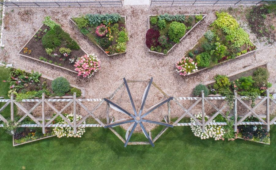 layout raised garden bed ideas gardengablesdoorcounty