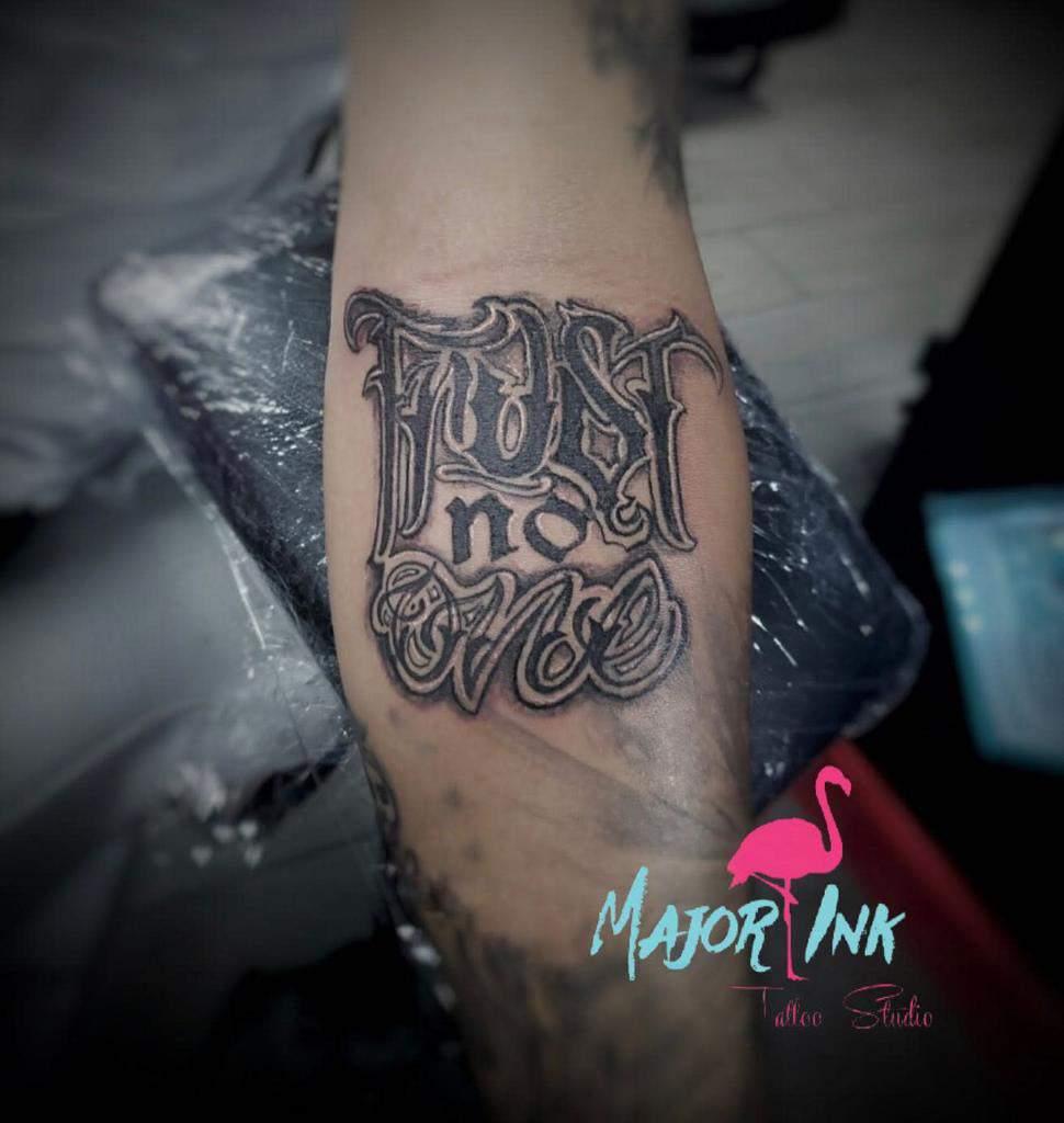 lettering trust no one tattoos major_ink_studios
