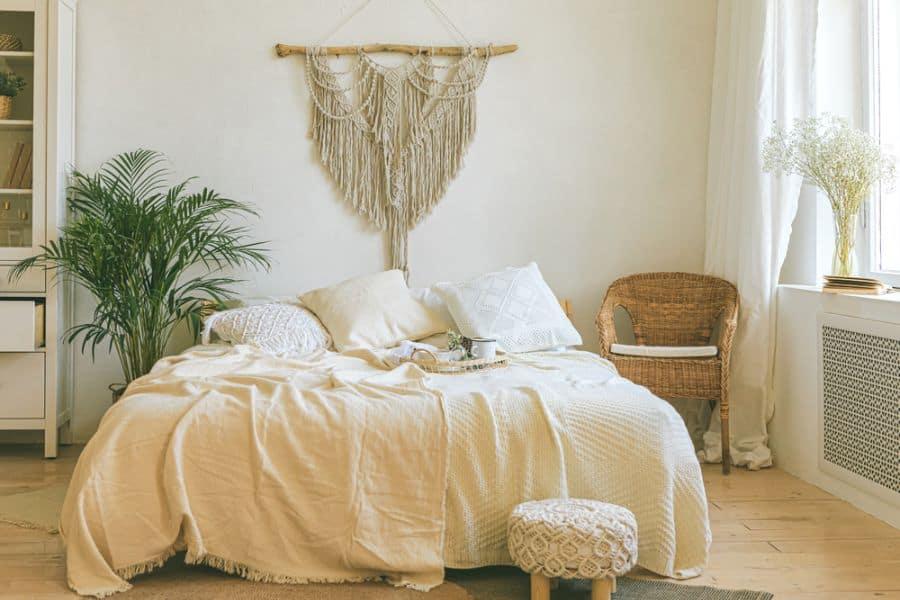 light and cozy romantic bedroom ideas 1