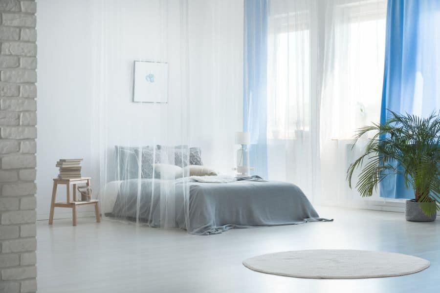 light and cozy romantic bedroom ideas 3