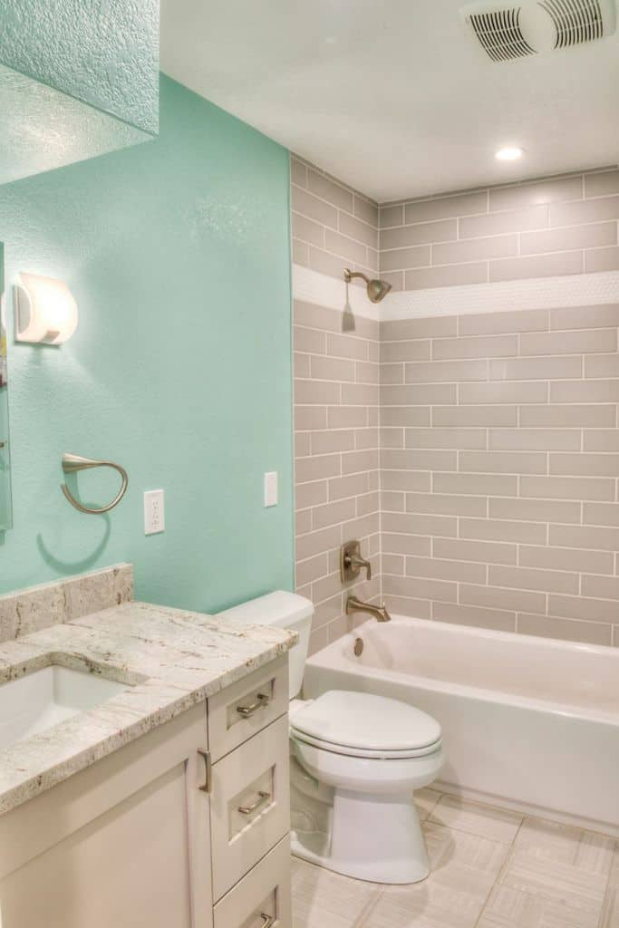 Light Color Small Bathroom Paint Ideas 1