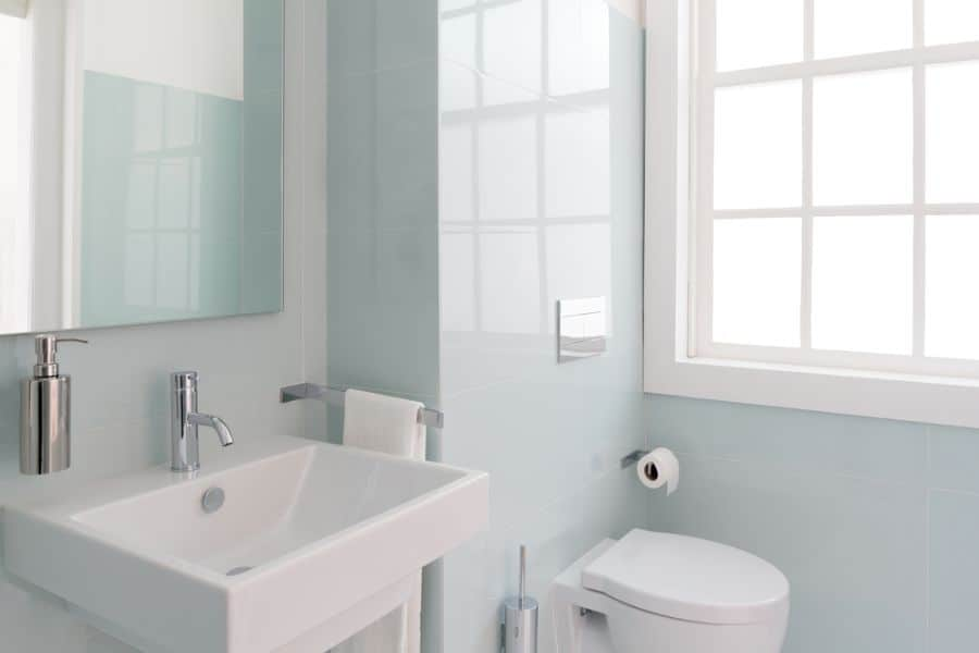 Light Color Small Bathroom Paint Ideas 2