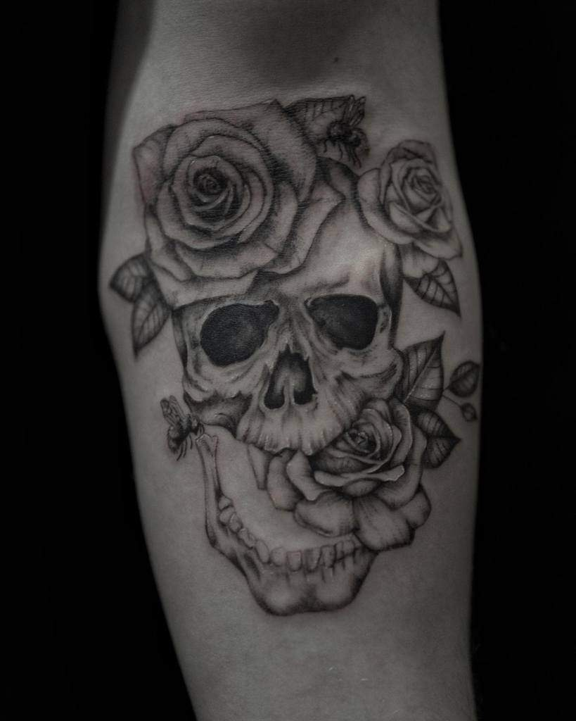 line-work-dotwork-skull-and-rose-rossclarktattoos