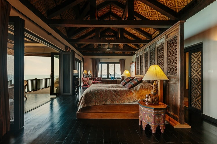Luxury Villa Bedroom Beam Ceiling