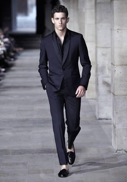 Male Navy Blue Suit Black Shoes Style