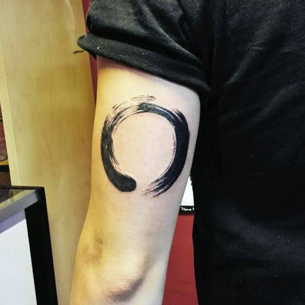 Male Triceps Black Horse Shoe Tatto