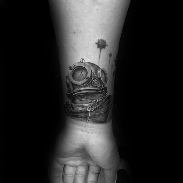 Male Unique Forearm Diver Helmet Tattoo With 3d Design