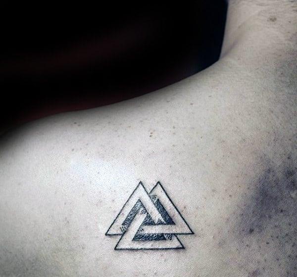 Linien Valknut Schulterblatt Tattoo